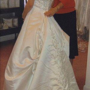 NEW Alfred Angelo Wedding Dress